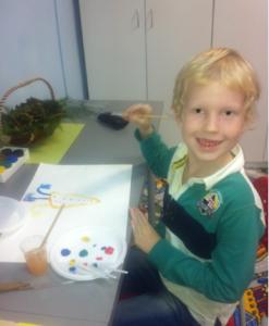 Владик рисует маме